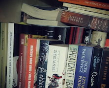 Co zrobić z książkami, kiedy nie mieszczą się już na półce?