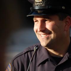 Policjanci w ramach służby zbierają książki dla dzieci